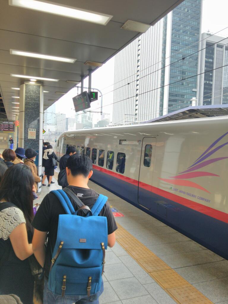 なぜか混雑してる長野新幹線