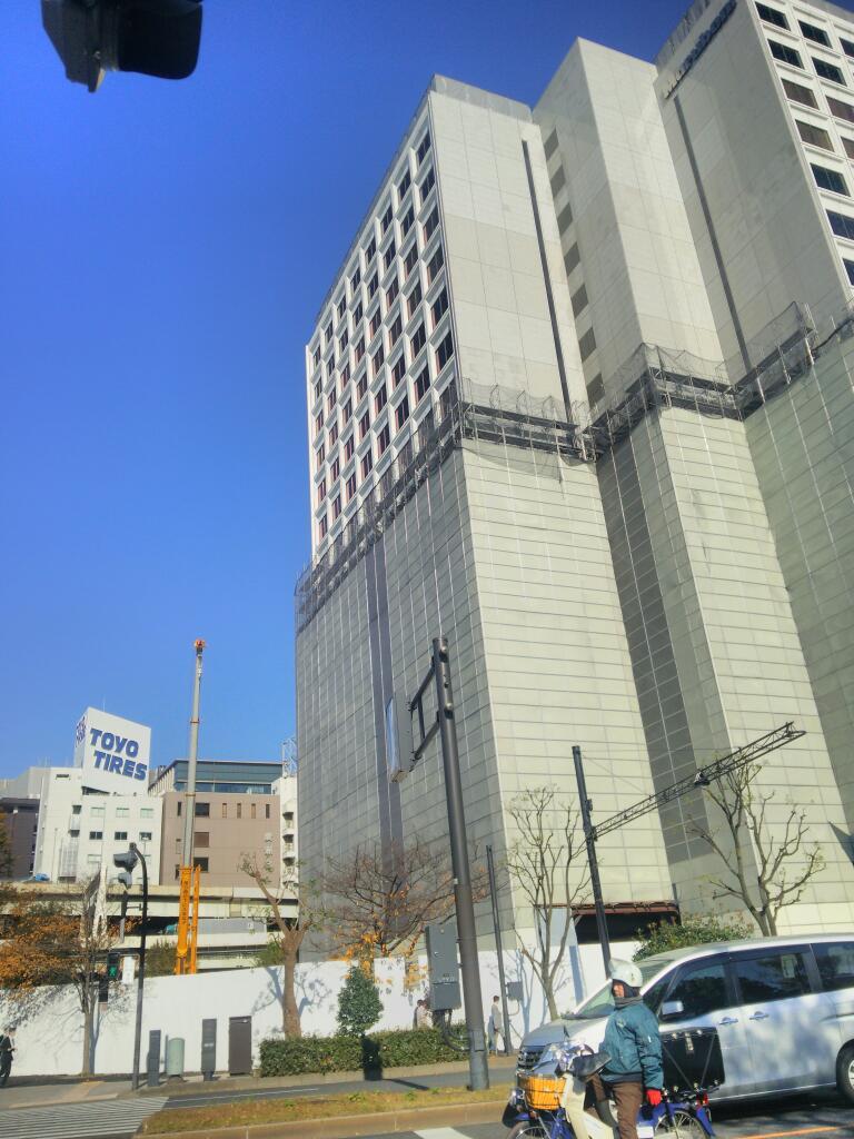 本社ビルの梯子 毎日新聞、丸紅、小学舘