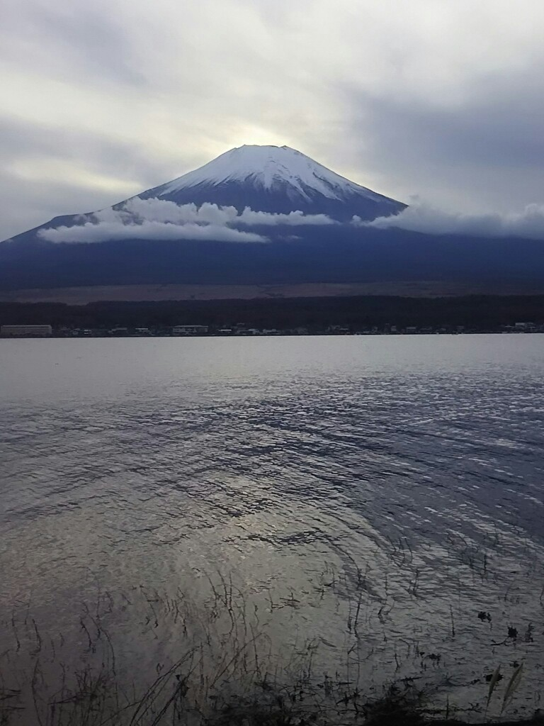 雪景色した富士山