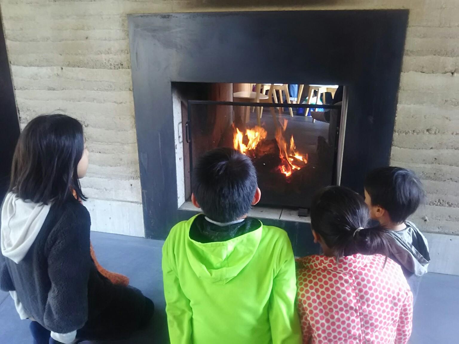 暖炉のある風景